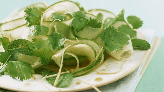 Rezept: Gurken-Kräuter-Salat