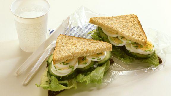 Rezept: Gurkensandwich mit Ei