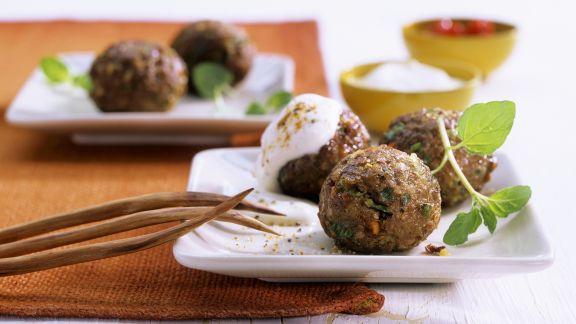 Rezept: Hack-Gemüse-Bällchen mit Dip
