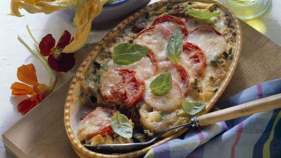 Rezept: Hack-Gemüse-Gratin mit Tomaten und Mozzarella