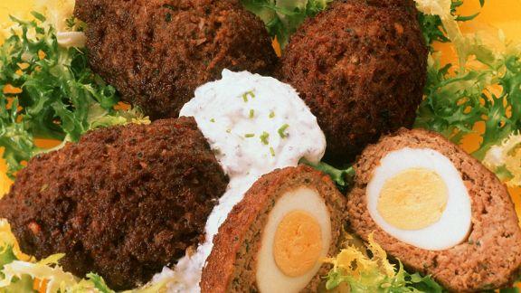 Rezept: Hackbällchen mit Eiern gefüllt