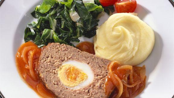 Rezept: Hackbraten mit Zwiebelsoße, Mangoldgemüse und Kartoffelpüree