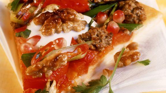 Rezept: Hackfleisch-Pizza mit Granatapfelkernen