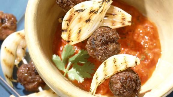 Rezept: Hackfleischbällchen aus Lammfleisch mit Tomatensauce