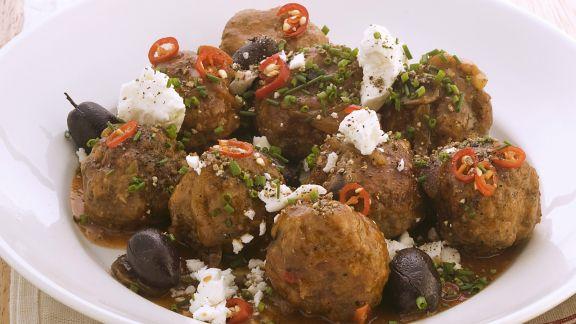 Rezept: Hackfleischbällchen mit Oliven und Schafskäse