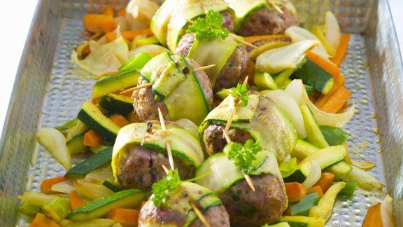Rezept: Hackfleischklößchen mit Zucchini und Karotten