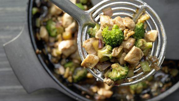 Rezept: Hähnchen und Brokkoli aus dem Wok