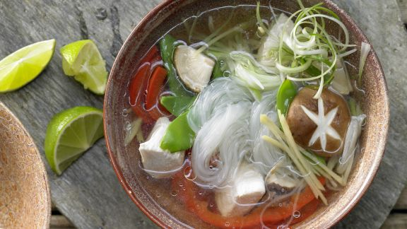 Rezept: Hähnchen-Glasnudelsuppe