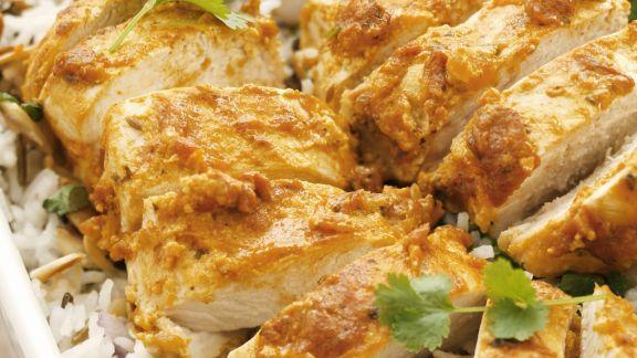Rezept: Hähnchen mit Joghurt-Currysoße und Reis