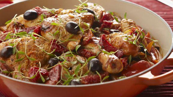 Rezept: Hähnchen mit Oliven und Paprika auf baskische Art