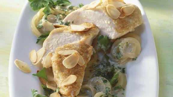 Rezept: Hähnchen mit Sherry-Zwiebel-Sauce und Mandeln