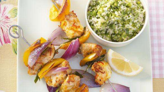 Rezept: Hähnchen-Paprika-Spieße mit Erbsen-Couscous