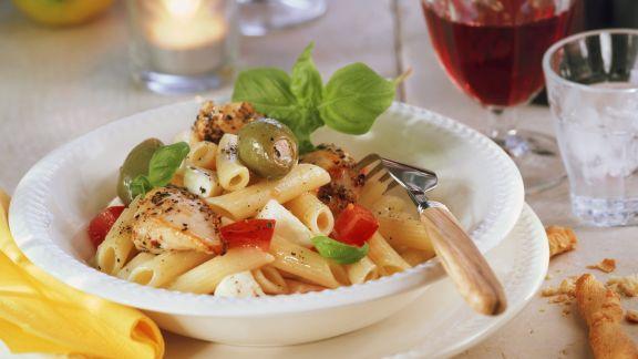 Rezept: Hähnchen-Pasta mit Oliven und Mozzarella