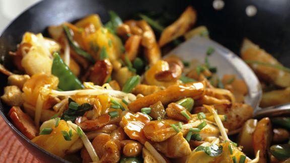 Rezept: Hähnchen-Pfanne süß-sauer mit Ananas und Gemüse
