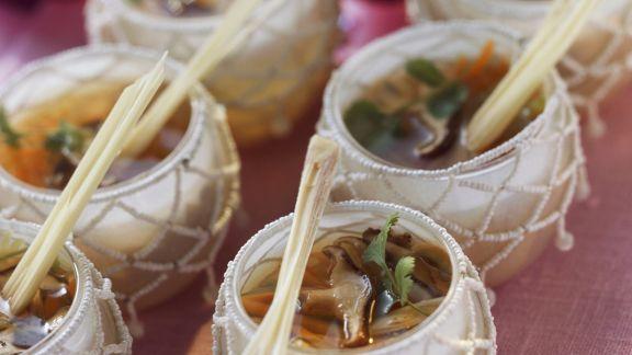 Rezept: Hähnchen-Zitronengras-Suppe mit Shiitake