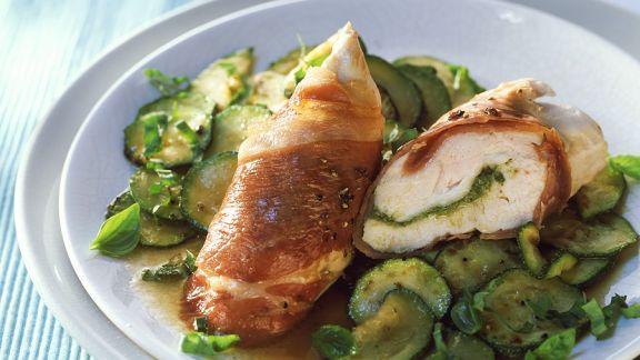 Rezept: Hähnchenbrust im Schinkenmantel mit Zucchini