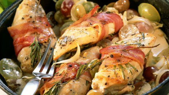Rezept: Hähnchenbrust im Speckmantel mit Trauben