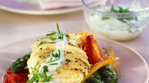 Rezept: Hähnchenbrust mit Gemüse in Folie gegart