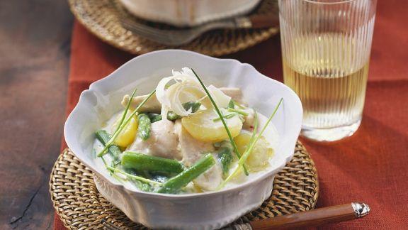Rezept: Hähnchenbrust mit grünem Spargel und Kartoffeln in Sahnesauce