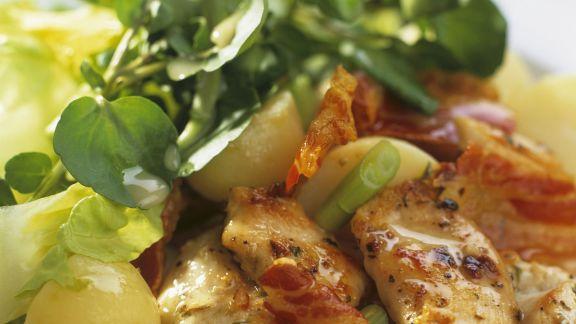 Rezept: Hähnchenfilet mit Bacon dazu Kartoffel-Wasserkresse-Salat