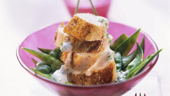 Rezept: Hähnchenfilet mit Käsesoße und Kaiserschoten