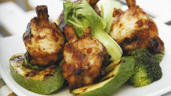 Rezept: Hähnchenkeulen in Marinade nach asiatischer Art mit Pak Choi