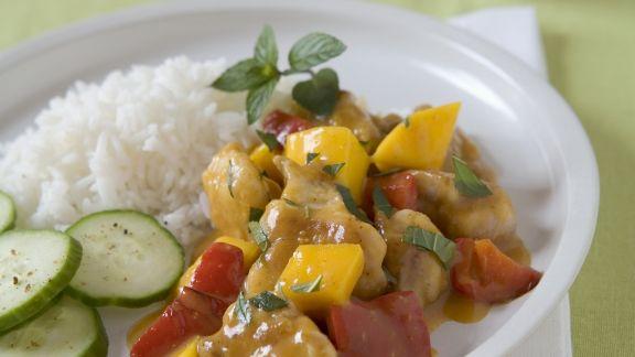 Rezept: Hähnchenragout mit Mango dazu Reis und Gurke