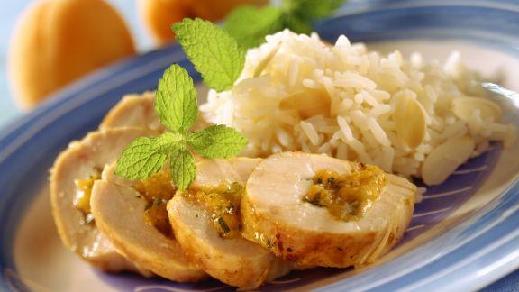 Rezept: Hähnchenroulade mit Aprikosen gefüllt dazu Mandelreis