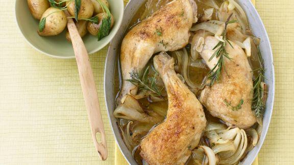 Rezept: Hähnchenschlegel aus dem Ofen mit Salbeikartoffeln