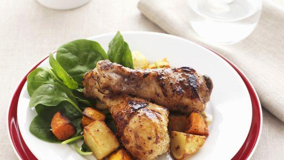 Rezept: Hähnchenschlegel mit Honig-Senf-Marinande und Gemüse