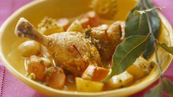 Rezept: Hähnchenschlegel mit Kartoffeln, Mandeln und Karotten