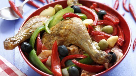 Rezept: Hähnchenschlegel mit Paprika und Oliven