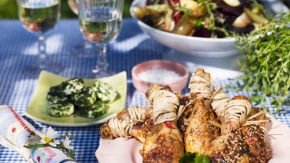 Rezept: Hähnchenschlegel vom Grill mit Kräuterbutter