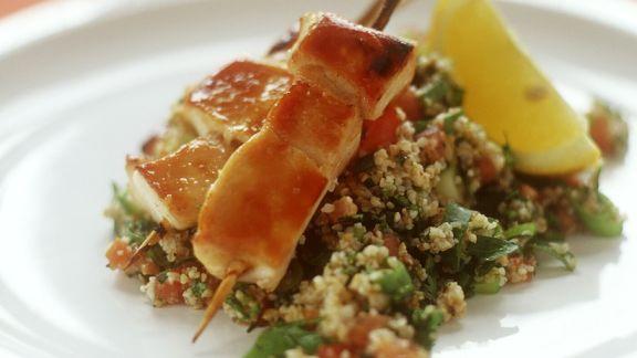 Rezept: Hähnchenspieße auf Couscoussalat