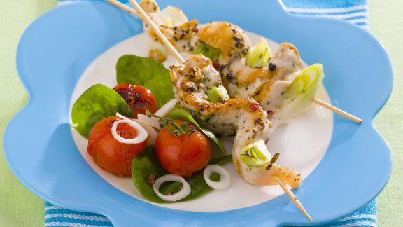 Rezept: Hähnchenspieße mit Tomatensalat