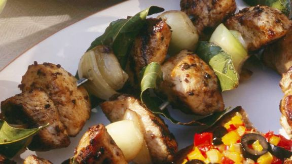 Rezept: Hähnchenspieße mit Zwiebeln und Lorbeer