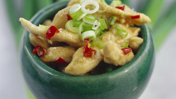 Rezept: Hähnchenstreifen mit Lauchzwiebeln auf chinesische Art