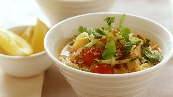 Rezept: Hähnchensuppe mit Gemüse und Reisnudeln