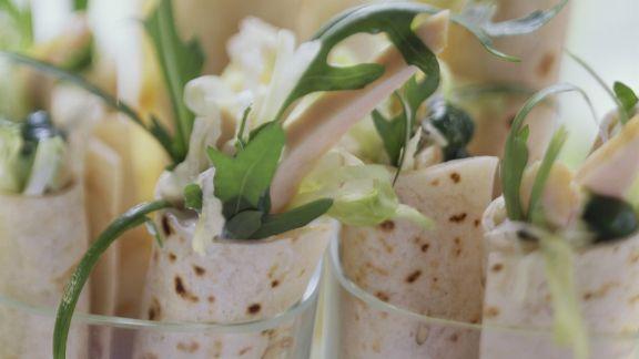 Rezept: Hähnchenwarps mit Salat
