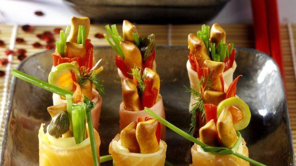 Rezept: Häppchen aus Lachs im Sushi-Stil mit Joghurtsoße