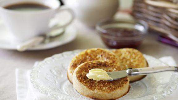 Rezept: Hefebrötchen auf englische Art mit Butter (Crumpets)