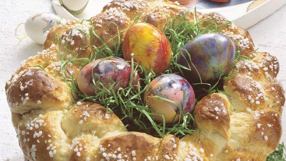 Rezept: Hefekranz als Osternest mit Ostergras