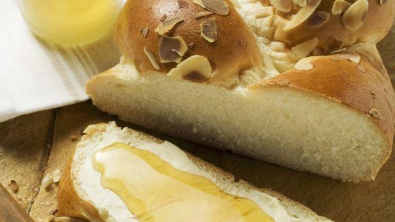 Rezept: Hefezopf mit Butter und Honig