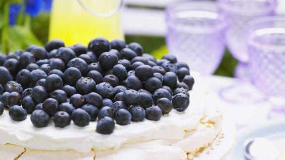 Rezept: Heidelbeer-Baiser-Torte