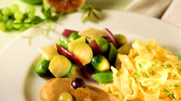 Rezept: Herbstliche Hähnchenbrust mit Rosenkohl