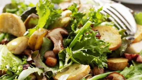 Rezept: Herbstsalat mit gebratenen Pilzen