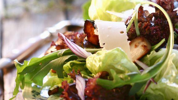 Rezept: Herbstsalat mit Käse und Pilzen
