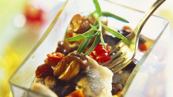 Rezept: Herings-Pilz-Salat mit Paprika