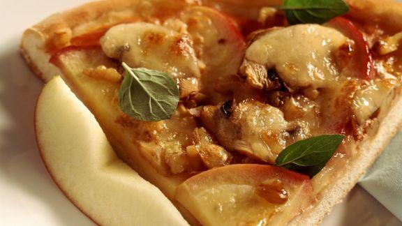 Rezept: Herzhafte Apfeltarte mit Champignons und Nüssen