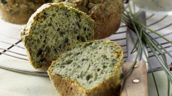 Rezept: Herzhafte Grünkohlmuffins mit Schnittlauchquark